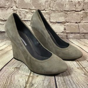 VERA WANG LAVENDER SHOES Closed Toe Wedge Suede
